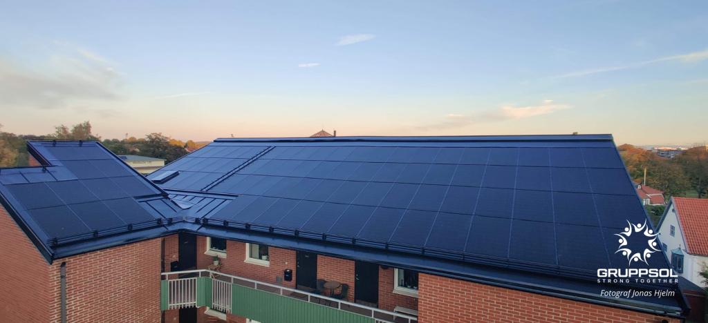 SMART SOLAR ROOF byggnadsintegrerat/BIPV för BRF Galgberget i Halmstad